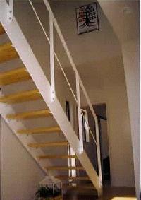 広々とした空間が出せるストリップ階段